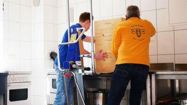 Unikar lifting handtruck for bee-keeping